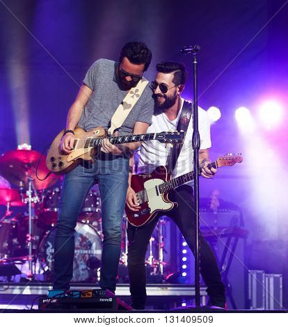 KISSIMMEE, FL-MAR 18: Singer Matt Ramsey (R) & guitarist Brad Tursi of Old Dominion performs onstage at the Runaway Country Music Fest at Osceola Heritage Park on March 18, 2016 in Kissimmee, Florida.