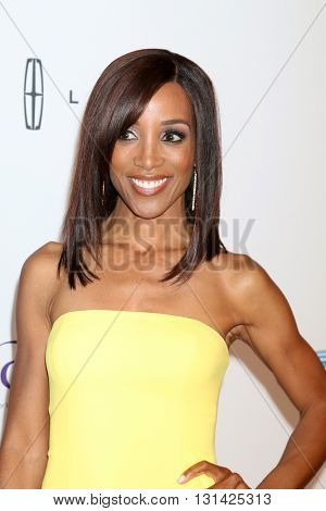 LOS ANGELES - MAY 24:  Shaun Robinson at the 41st Annual Gracie Awards Gala at Beverly Wilshire Hotel on May 24, 2016 in Beverly Hills, CA