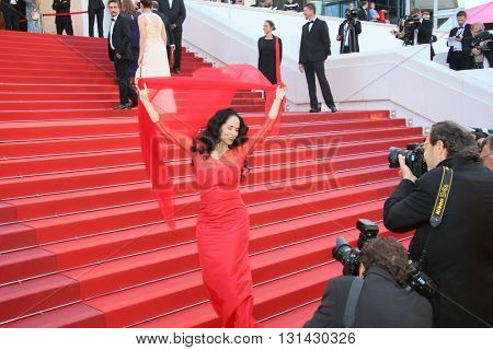 CANNES, FRANCE - MAY 21: Actress Sonia Braga attends the 'Elle' Premiere during the 69th annual Cannes Film Festival at the Palais des Festivals on May 21, 2016 in Cannes, France.