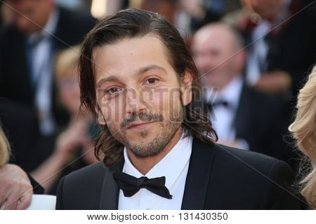 CANNES, FRANCE - MAY 21: Diego Luna attends the 'Elle' Premiere during the 69th annual Cannes Film Festival at the Palais des Festivals on May 21, 2016 in Cannes, France.