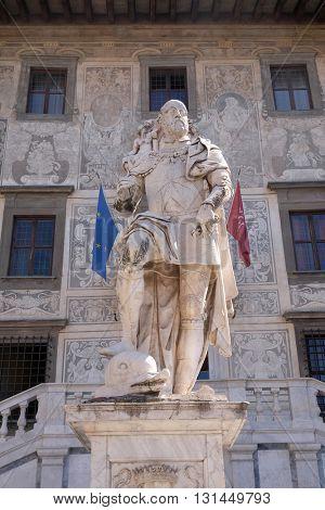 PISA, ITALY - JUNE 06, 2015: statue of Cosimo I de Medici, Grand Duke of Tuscany on Piazza dei Cavalieri (Palazzo della Carovana) decorated with frescos, in Pisa, Italy on June 06, 2015