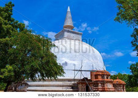 Travel in Sri Lanka. Temples - White Stupa