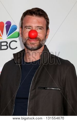 LOS ANGELES - MAY 26:  Scott Foley at the Red Nose Day 2016 Special at Universal Studios on May 26, 2016 in Los Angeles, CA
