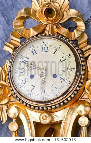 Vintage Round Analog Gold Clock for Wall