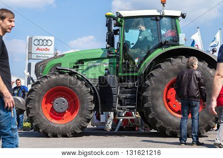ALTENTREPTOW / GERMANY - MAY 1 2016: german fendt tractor drives on an oldtimer show in altentreptow germany at may 1 2016.