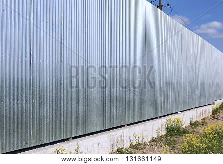 A fence made of galvanized stainless steel professional flooring