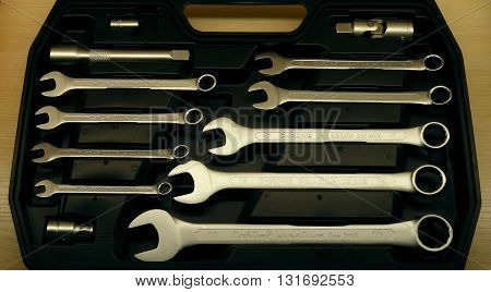 Set of mechanical spanners and wrenches in special plastic box