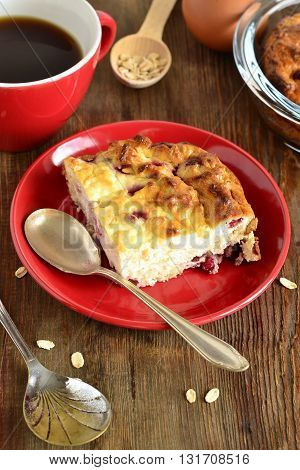 Cottage cheese pudding with oat flakes and red currant, vertical
