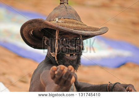 MOPTI, MALI, AFRICA - AUGUST, 26, 2011: Old fisherman begging in Mopti