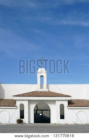 A church in the Spanish style with whitewashed walls and simple construction on in Lake Havasu City.