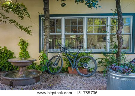 Calistoga, Ca, Eua - March 25 2016: On The Streets Of Historic Calistoga Is A Popular Tourist Stop A