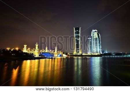 Experience operating a government office buildings at night near a lake and a bridge that is very luminous