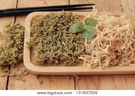 Instant noodle and dry instant vegetable noodle