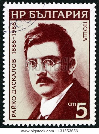 BULGARIA - CIRCA 1986: a stamp printed in the Bulgaria shows Rayko Daskalov Politician circa 1987