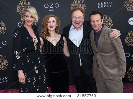 LOS ANGELES - MAY 23:  Richard Elfman, Jenna Elfman & Bodhi Elfman arrives to the