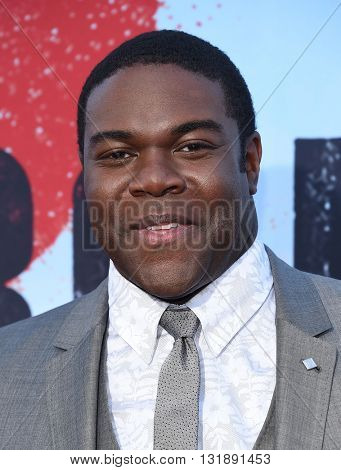LOS ANGELES - MAY 16:  Sam Richardson arrives to the