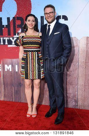 LOS ANGELES - MAY 16:  Seth Rogen & Lauren Miller arrives to the