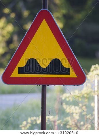 warning sign regarding an uneven road surface