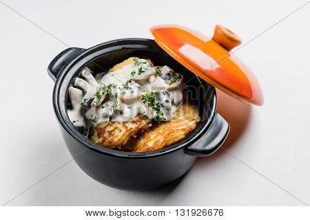 potato pancakes in the pot