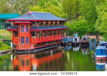 Floating Chinese restaurant on Regent's canal, London