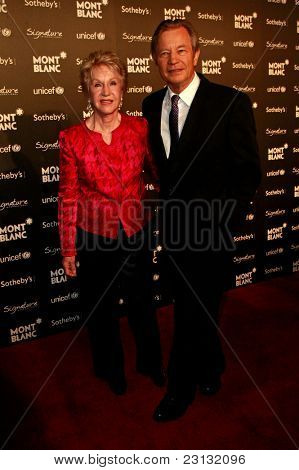 BEVERLY HILLS - SEP 17: Michael York and wife Pat at the Montblanc Charity Auction Gala to Benefit Unicef  in Beverly Hills, California on September 17, 2009
