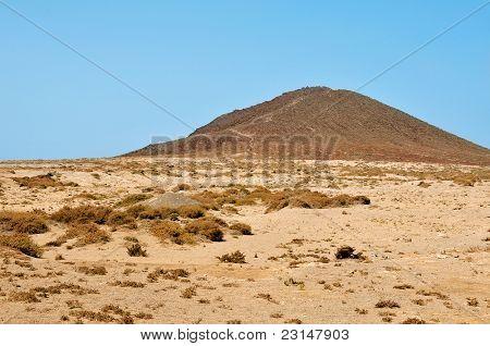 Una vista del volcán de Montana Roja en Tenerife, Islas Canarias, España