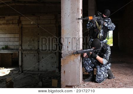 Two Soldiers Targeting With Guns