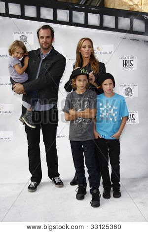 LOS ANGELES - SEPT 25: Kim Raver, family at the IRIS, A Journey Through the World of Cinema by Cirque du Soleil premiere at the Kodak Theater on September 25, 2011  in Los Angeles, California