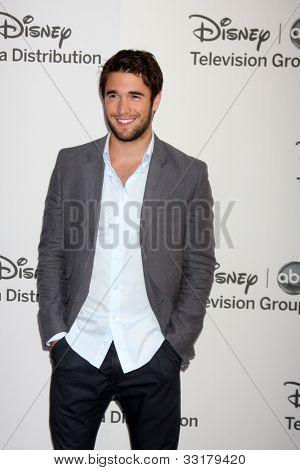 LOS ANGELES - MAY 20:  Joshua Bowman arrives at the ABC / Disney International Upfronts at Walt Disney Studios Lot on May 20, 2012 in Burbank, CA