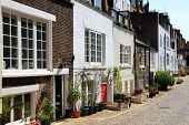 pic of mew  - Elegant London mews houses in Marylebone - JPG