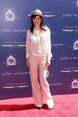 LOS ANGELES - MAR 10:  Perrey Reeves arrives at the  10th Annual John Varvatos Stuart House Benefit
