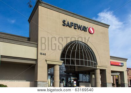Safeway Grocery Store Exterior