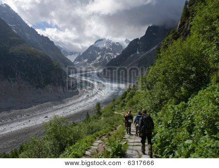 Going down to the glacier