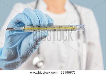 Unrecognizable Nurse Holds Thermometer