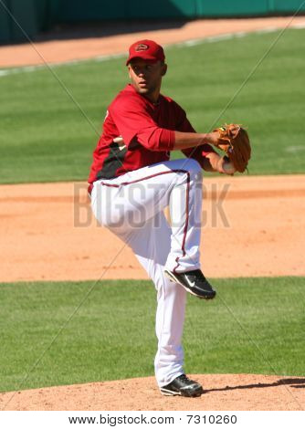 Jordan Norberto pitches in an Arizona Diamondbacks game