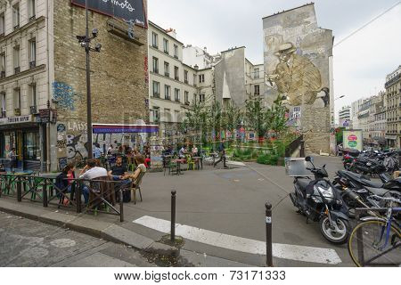 PARIS - SEPTEMBER 05: cafe exterior on September 05, 2014 in Paris, France. Paris, aka City of Love, is a popular travel destination and a major city in Europe