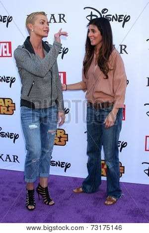 LOS ANGELES - OCT 1:  Jaime Pressly, Jamie-Lynn Sigler at the VIP Disney Halloween Event at Disney Consumer Product Pop Up Store on October 1, 2014 in Glendale, CA