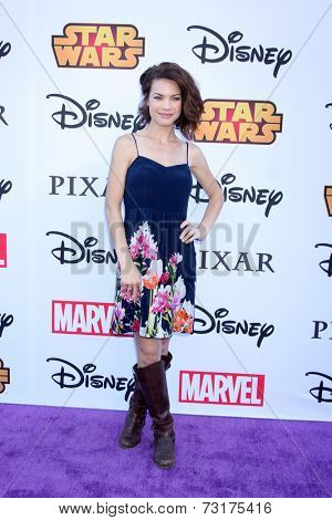 LOS ANGELES - OCT 1:  Rebecca Herbst at the VIP Disney Halloween Event at Disney Consumer Product Pop Up Store on October 1, 2014 in Glendale, CA