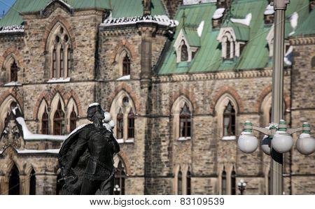 statue in ottawa