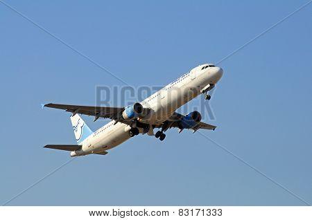 Aigle Azur Airbus A321.