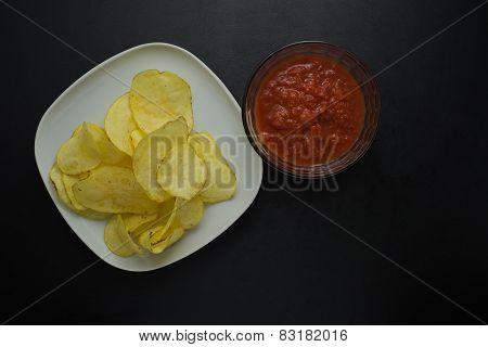 Crisps with tomato sauce