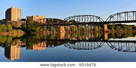 Relecting de ponte no Rio calma