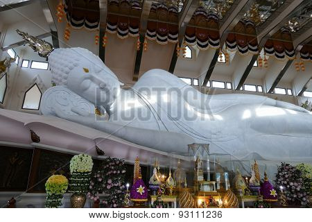 Big White Reclining Buddha Statue