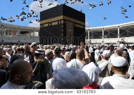 Makkah Kaaba Hajj Muslims And Doves Flying In The Sky