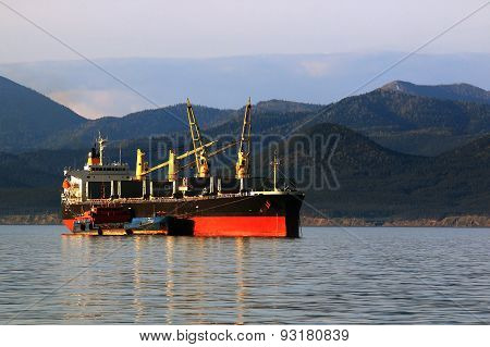 loading of bulk carrier at anchor
