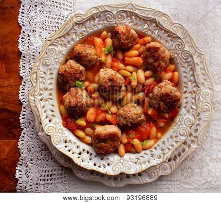 Meatballs with sauce and beans