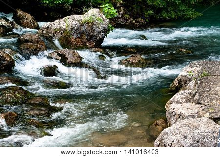 Mountain stream that flowing over the rocks