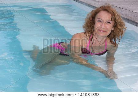 Preety Middle Aged Woman In Bikini In Pool