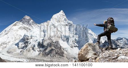 Panoramic view of Mount Everest from Kala Patthar with tourist on the way to Everest base camp Sagarmatha national park Khumbu valley - Nepal
