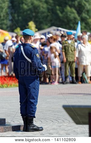 Ulyanovsk Russia - July 31 2016: Airborne soldier carries an honor guard at the monument during the celebration of the Airborne Forces Day
